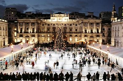 Vánoce v zahraničí: kdo nosí dárky ve Francii, Řecku a Anglii?