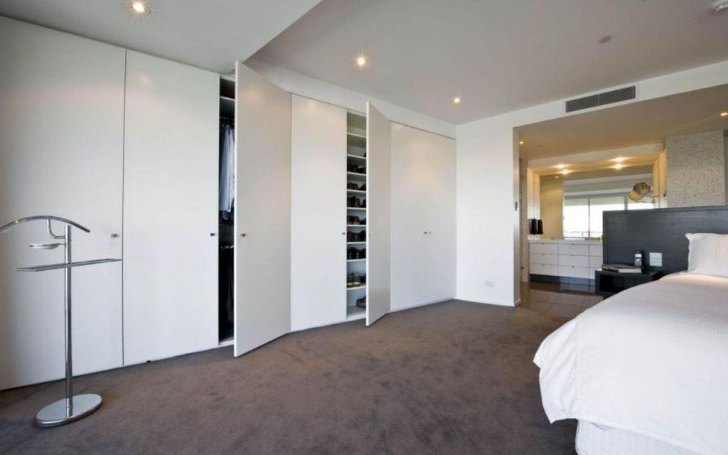 luxusní ložnice s vestavěnou skříní