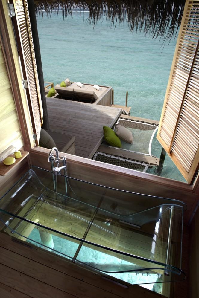 maldives-interior-transparent-bath-665x997