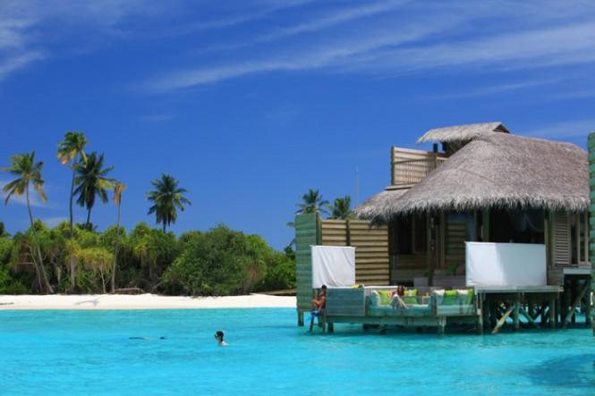 turquoise-water-maldives-resort-665x443