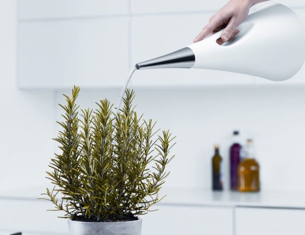 white-and-steel-indoor-watering-can-600x462