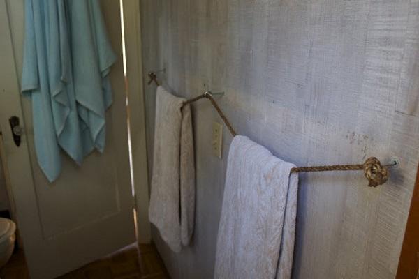 Nautical-rope-towel-rack