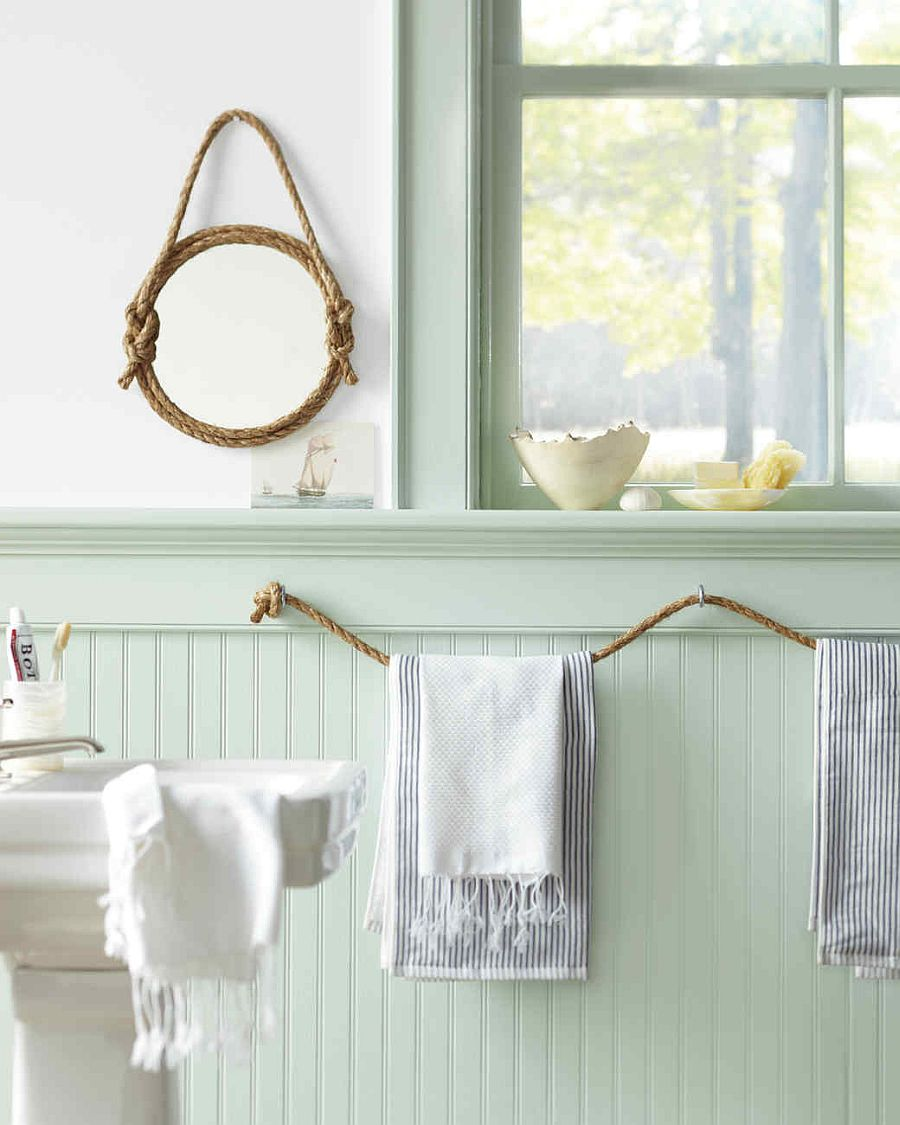 Super-easy-DIY-rope-towel-holder-for-the-nautical-themed-bathroom