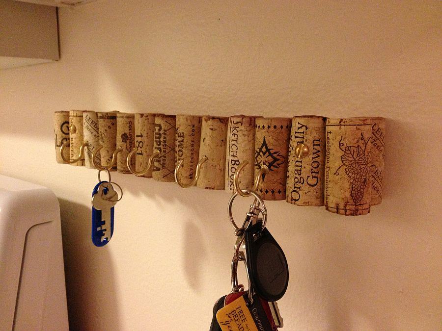 Cool-DIY-wine-cork-key-holder-idea