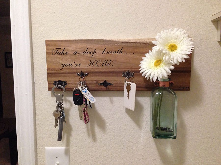 More-traditional-DIY-key-holder-idea