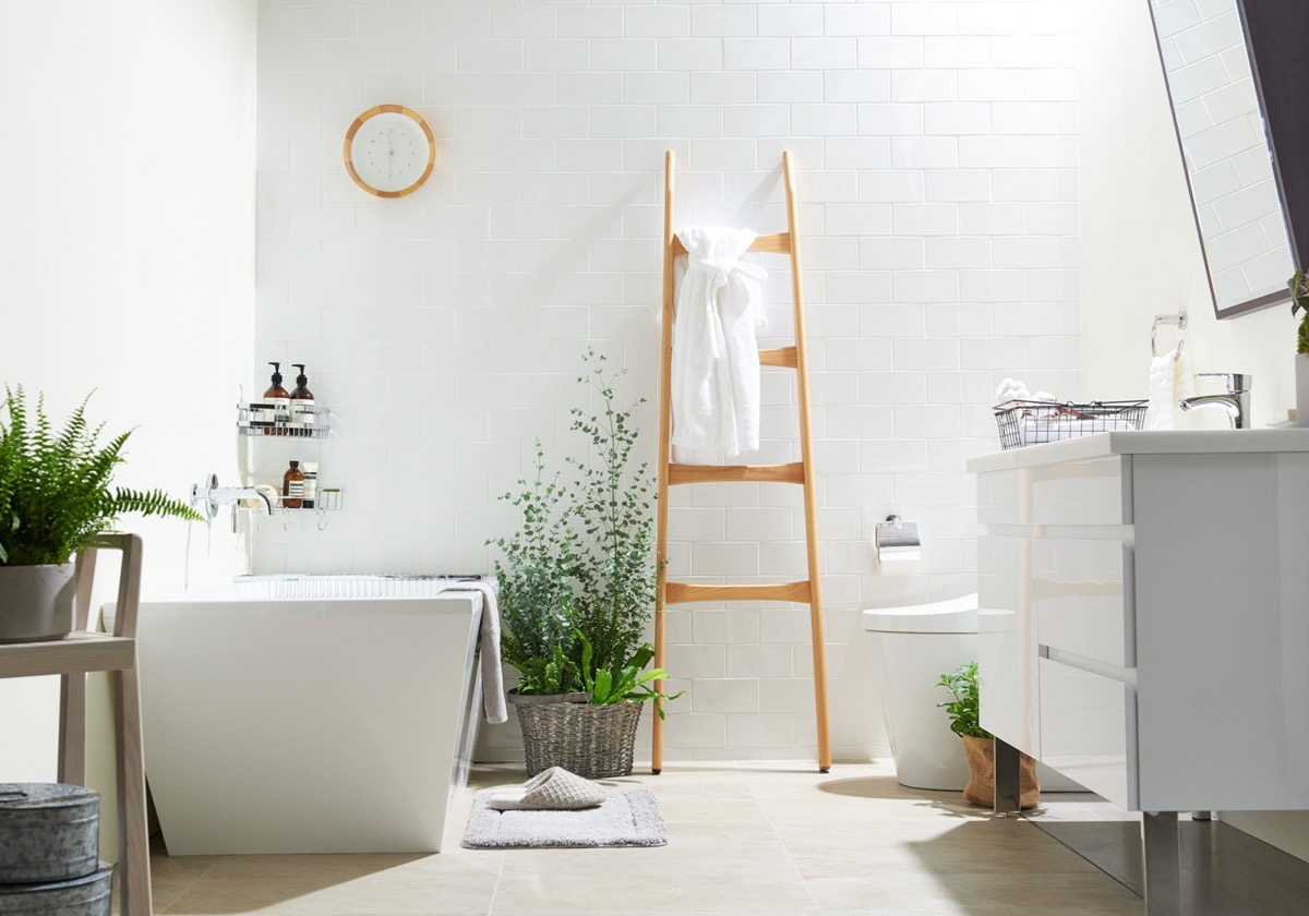 minimalist-styled-bathrooms